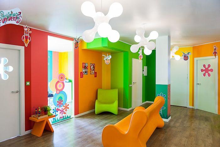 Una escola plena de lum i de colors