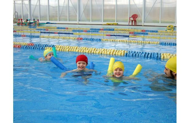 A La Mainada els infants realitzen tot tipus d'activitats com anglès, música, natació i sortides. FOTO: Cedida