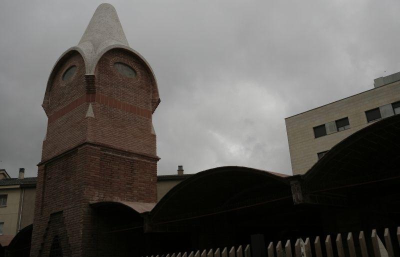 Pinacle construït recentment d'acord amb el disseny de l'arquitecte del Celler