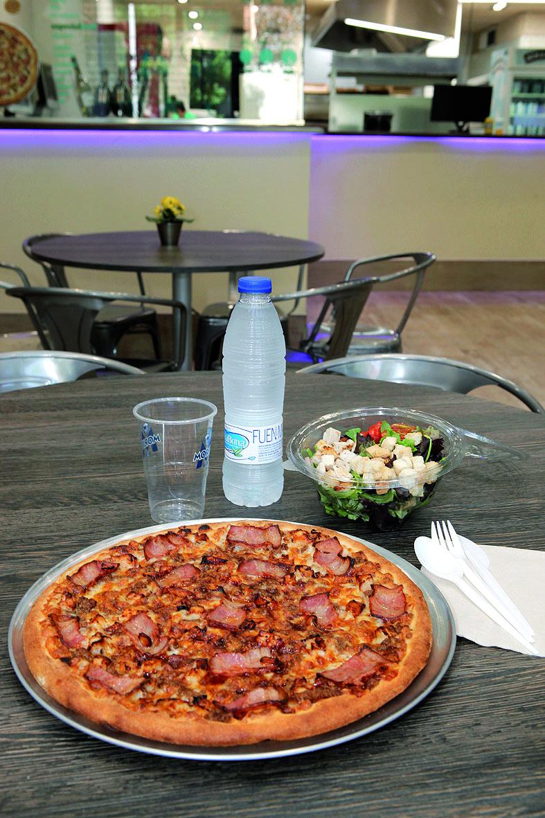 Gaudeix del teu menú a Roel Pizza. FOTO: Artur Ribera
