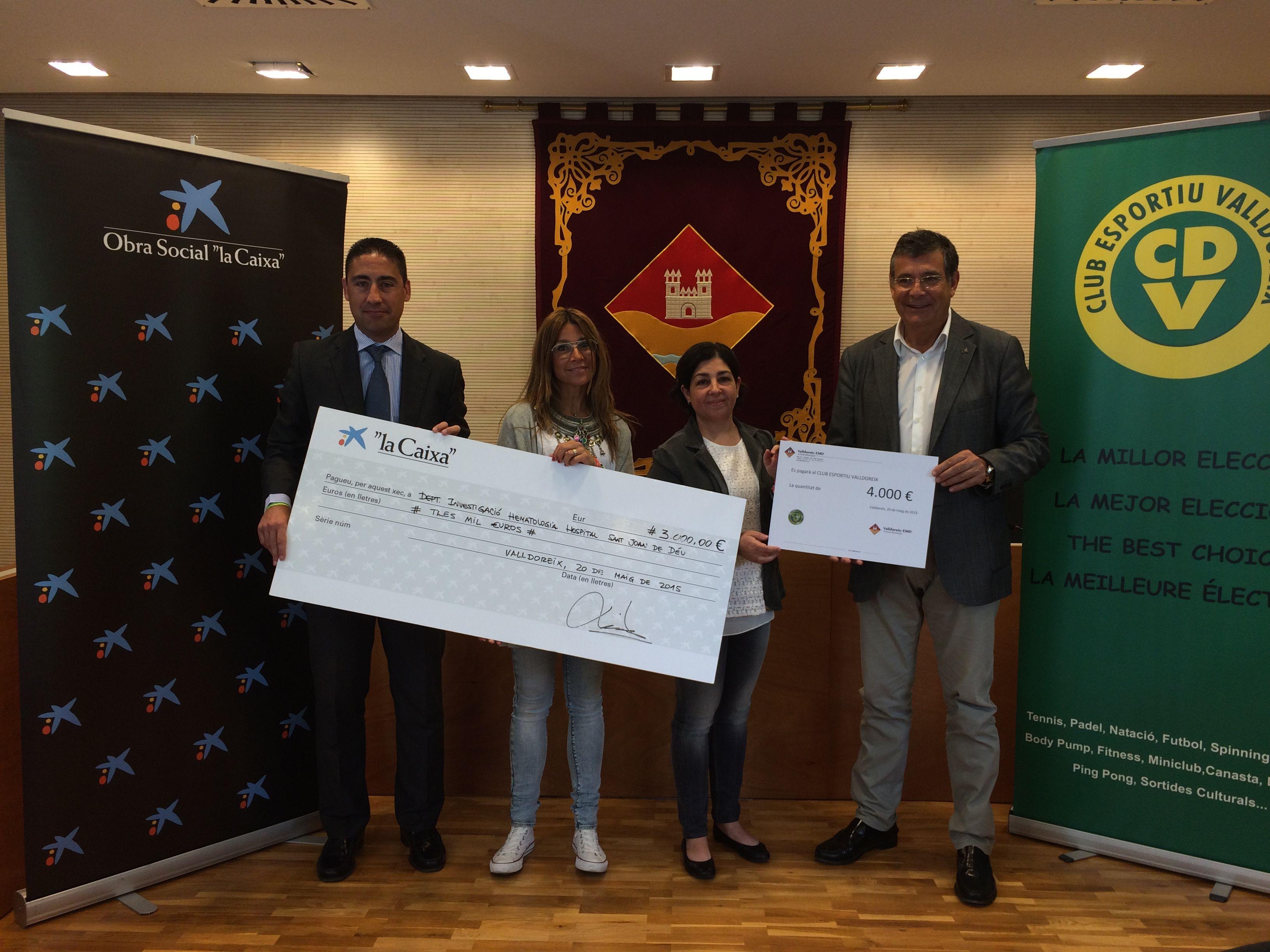 L'EMD i la Caixa han lliurat 4.000 i 3.000 euros respectivament. FOTO: À. L. P.