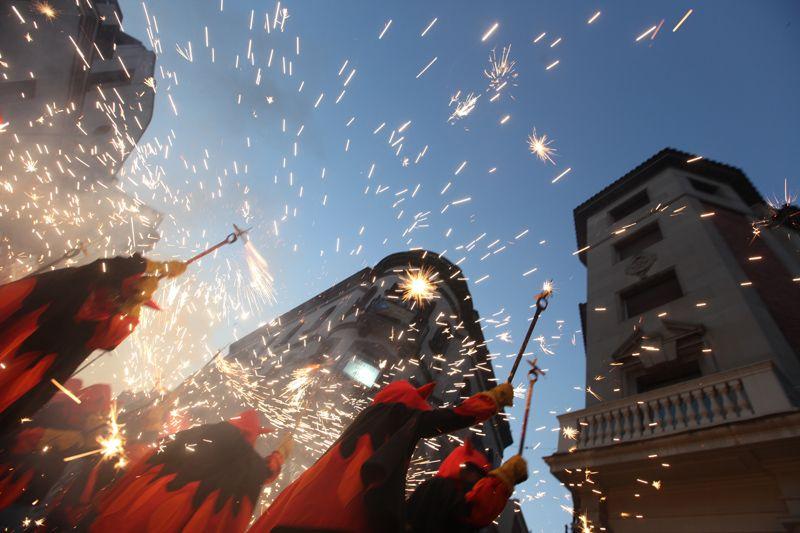 El Correfoc infantil encendrà la festa  FOTO: Lali Puig