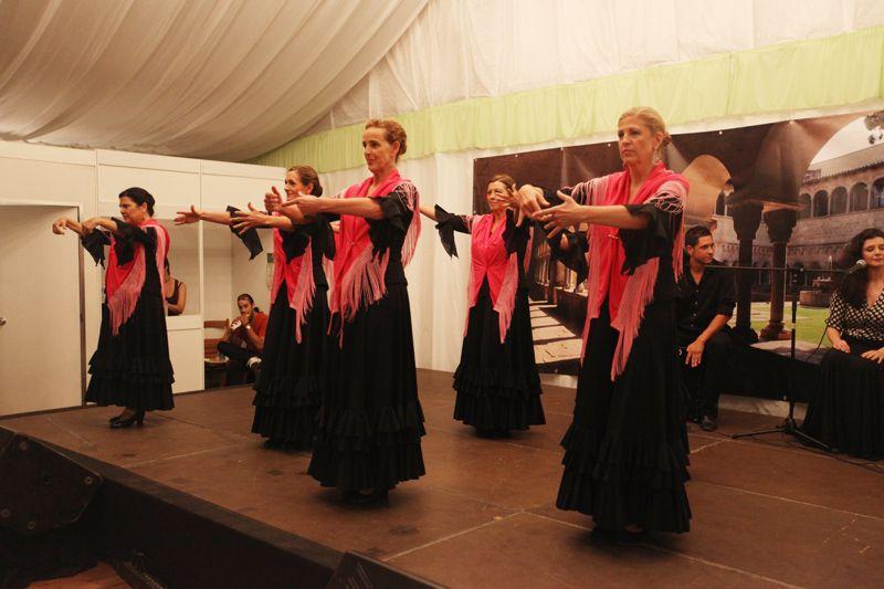 Els grups de ball de l'escola s'han exhibit davant els assistents. FOTO: Lali Puig