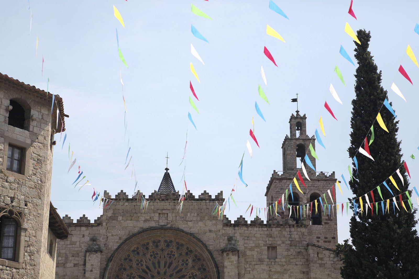 Balls de caparrots, capgrossos i entremesos a la Plaça d'Octavià. FOTO: Artur Ribera