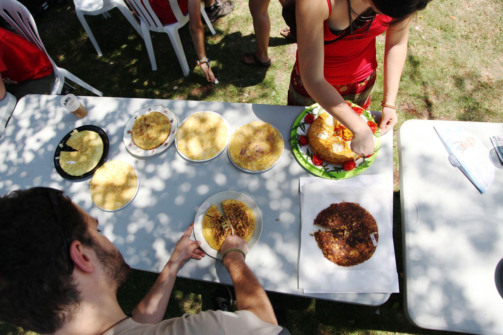 Festa Major Alternativa: Concurs de truites als Jardins de la Penya Regalèssia. FOTOS: Lali Puig