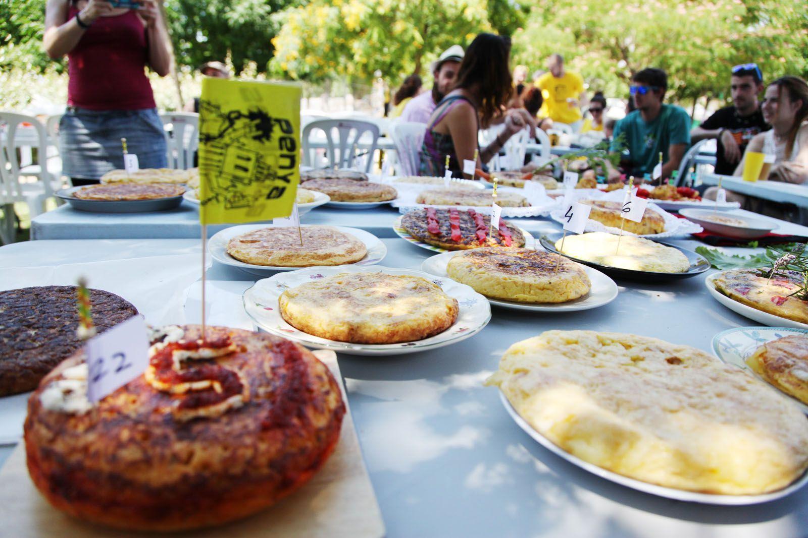Un dels clàssics de la Festa Major Alternativa és el Concurs de Truites  FOTO: Lali Puig