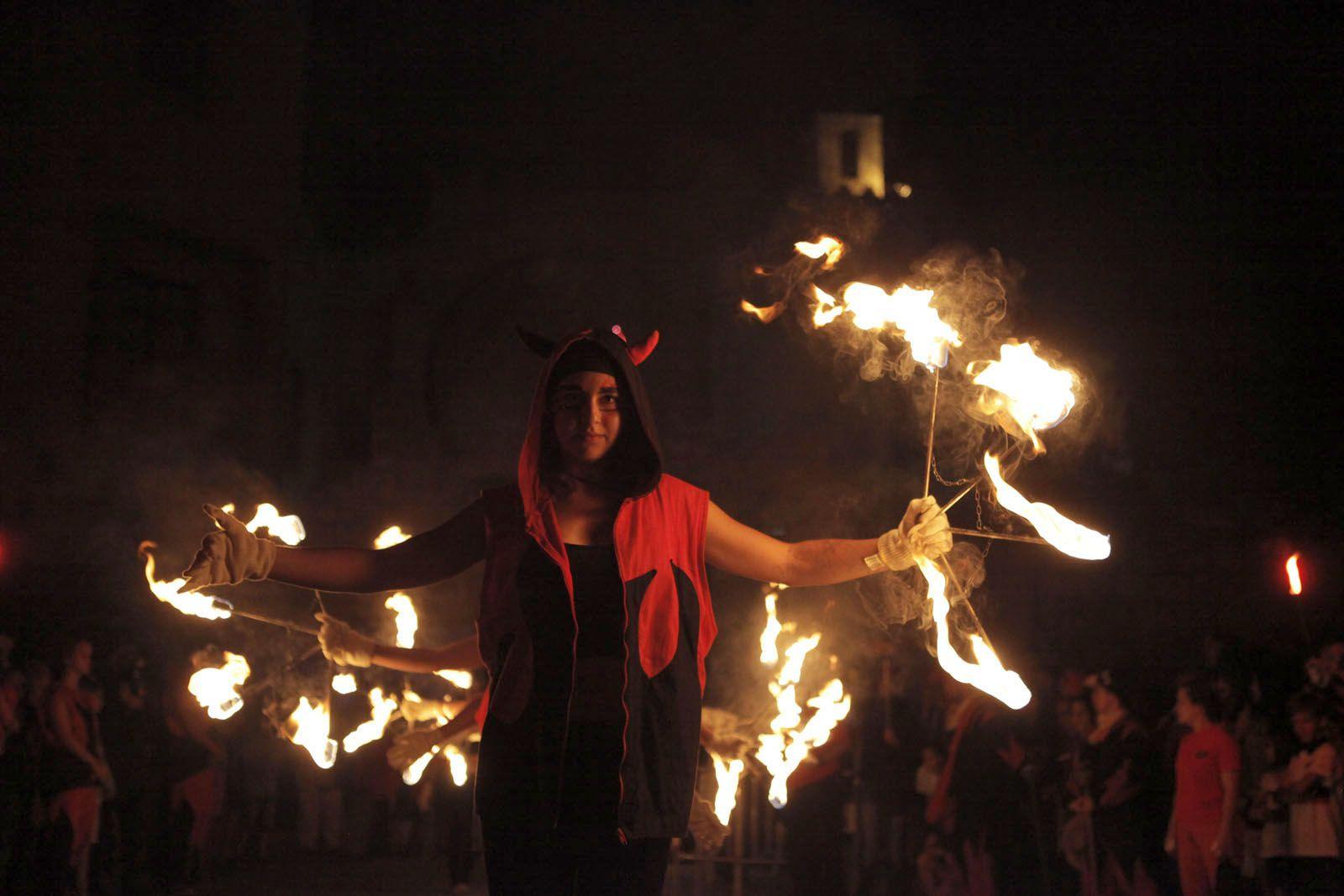Nit de dissabte carregada de foc a Sant Cugat. FOTO: Artur Ribera