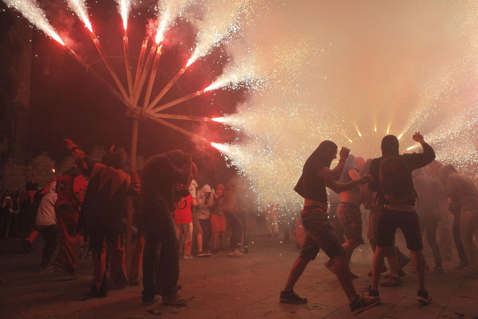 La plaça d'Octavià ha cremat una nit més. FOTO: Artur Ribera