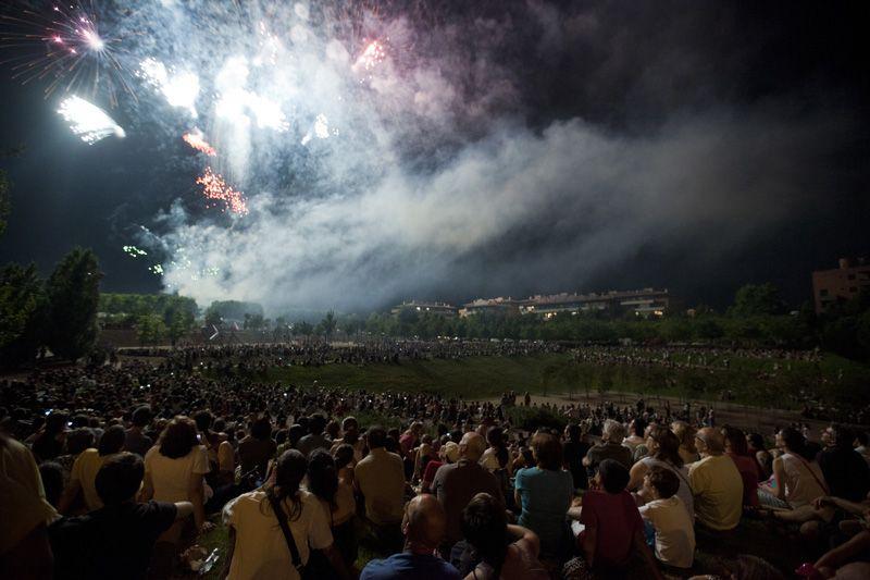 Fi de Festa amb el castell de focs al Parc Turó de Can Mates. FOTO: Lali Puig