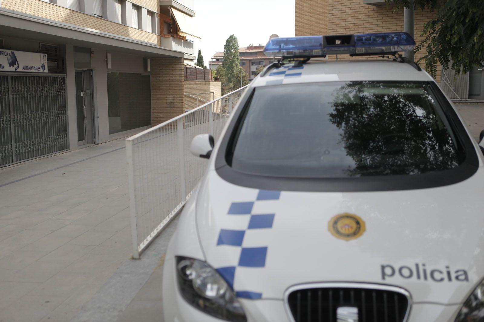 Un vehicle de la Policia Local de Sant Cugat FOTO: Artur Ribera