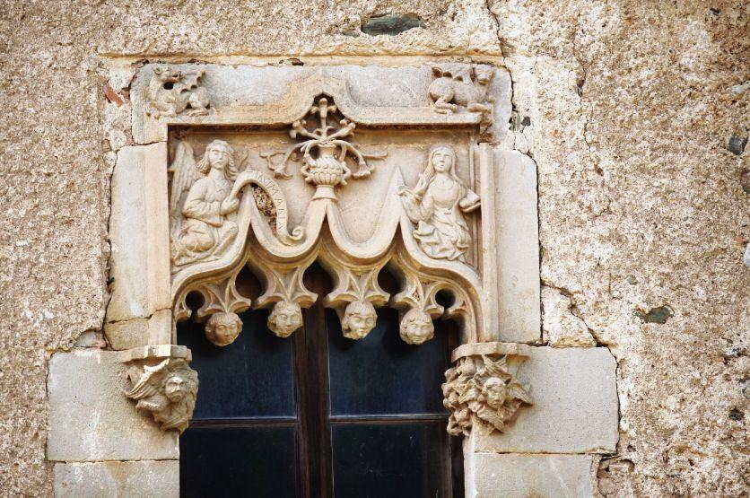 El finestral gòtic, construït per demostrar la independència de can Bell del monestir. FOTO: Lali Puig