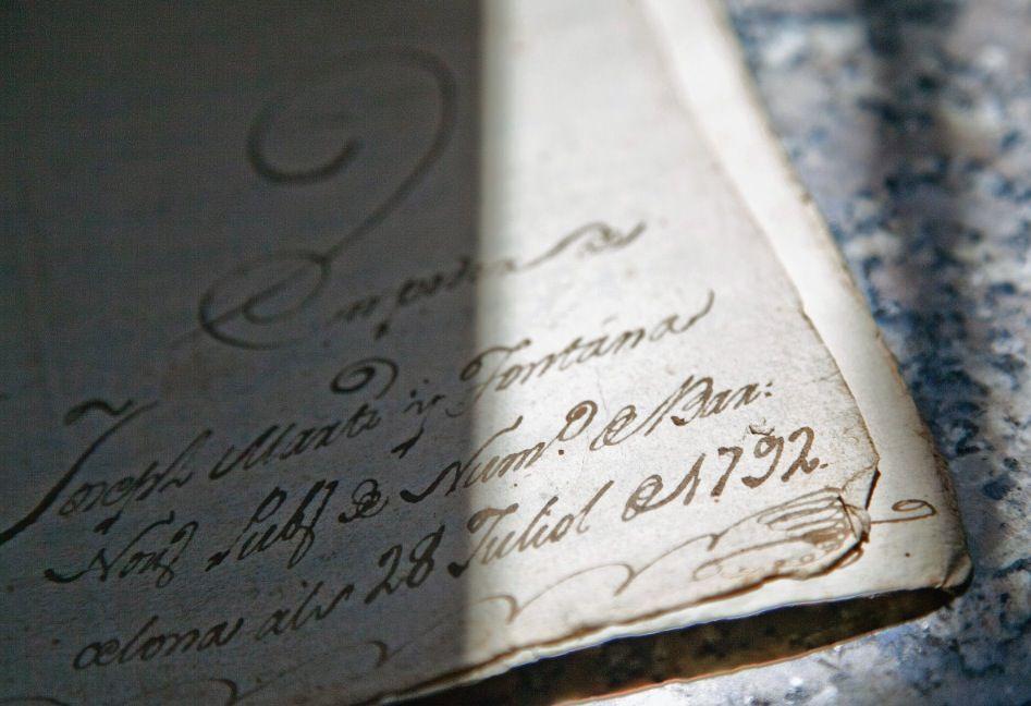 Vista parcial d'un document en què s'aprecia la data del 28 de juliol del 1792. FOTO: Lali Puig