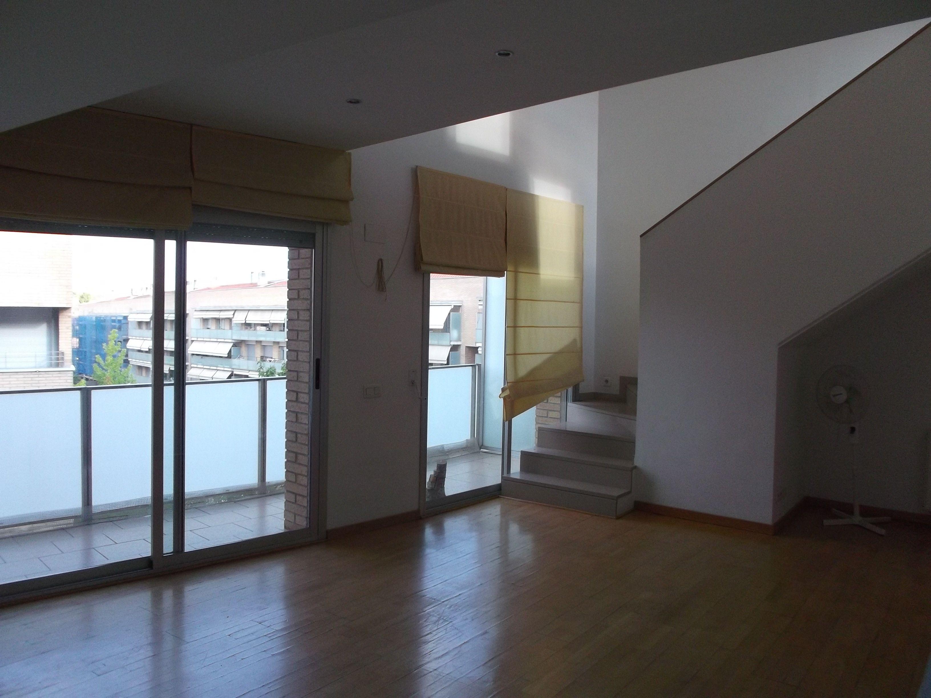 Àtica duplex de 106 m2. 2 habitacions, 2 banys i 1 estudi. Zona comunitària. FOTO: Cedida