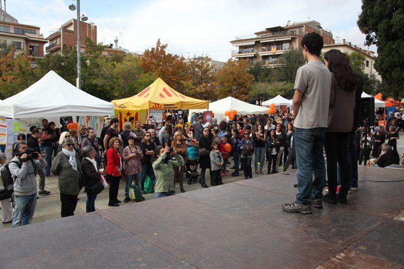 Lectura del Manifest de la Festa de Tardor a la Plaça d'Octavià durant la passada edició  FOTOS: Lali Puig