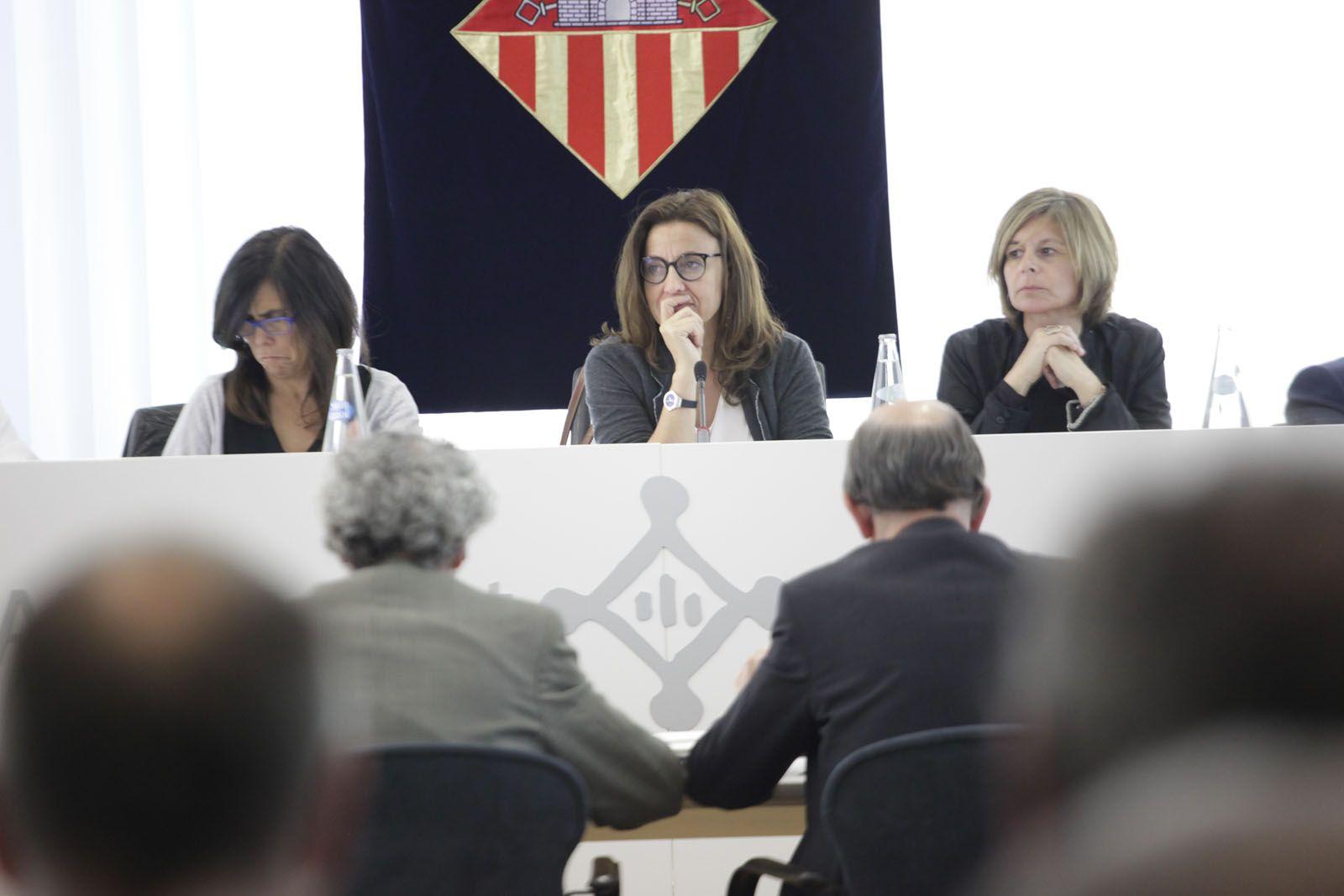 L'alcaldessa de Sant Cugat, envoltada per les tinents d'alcalde Cristina Paraira i Carmela Fortuny. FOTO: Artur Ribera