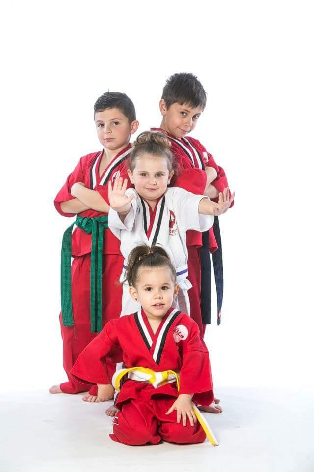 Nens entrenant a Mugendo. FOTO: Cedida