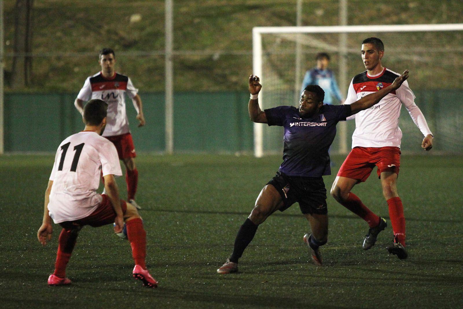 Rafiu Abu ha fet el segon gol dels blau-i-negres FOTO: Lali Puig