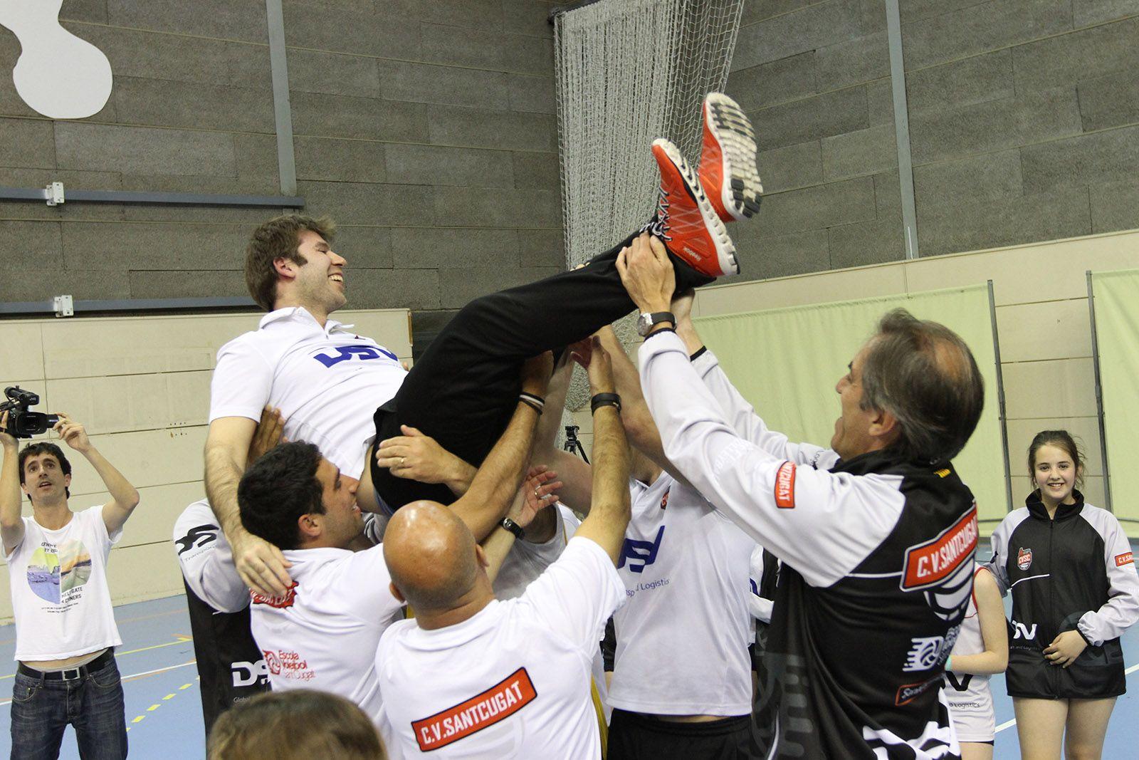 L'entrenador, Rafa Ruiz, ha acabat mantejat FOTO: Haidy Blanch