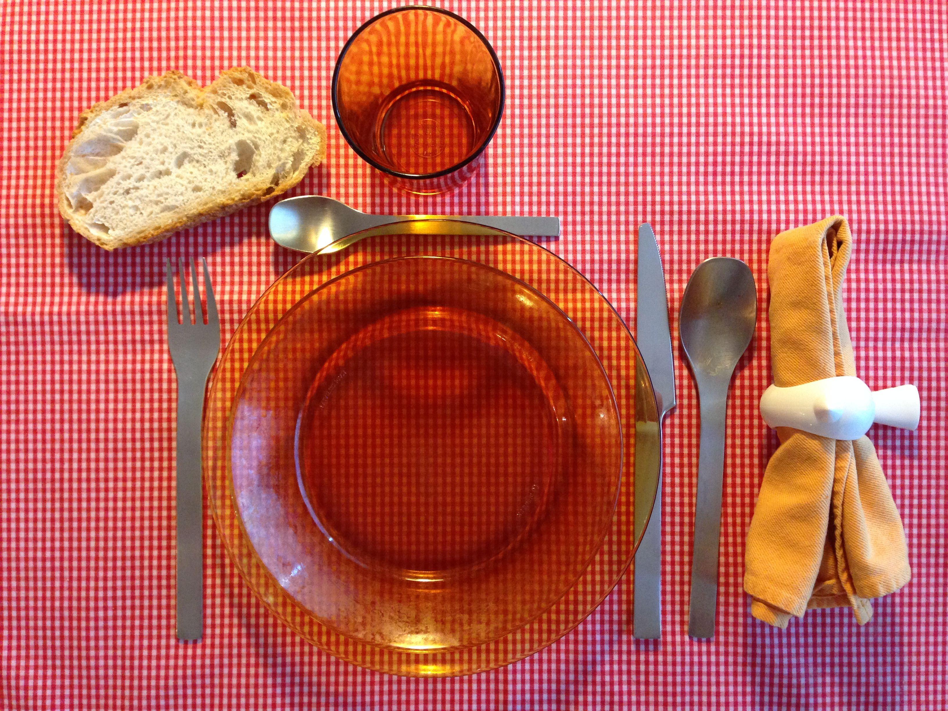 Preparar un ambient d'estil Montessori a taula
