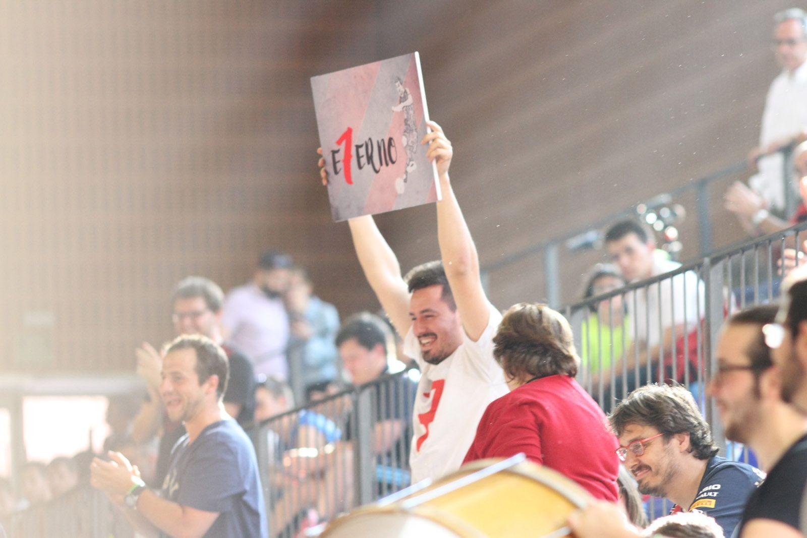 Un amic de Marc Casas recordant el què ha significat el jugador pel club FOTO: Haidy Blanch