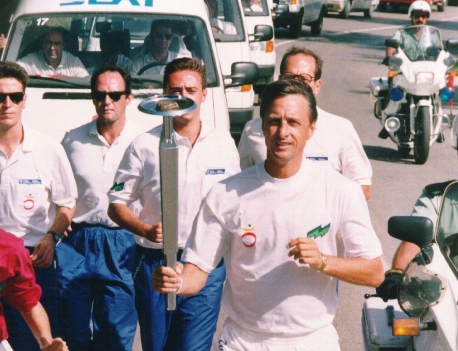 Johan Cruyff també va ser portador de la torxa. Cruyff era entrenador del FC Barcelona. FOTO: Cedida