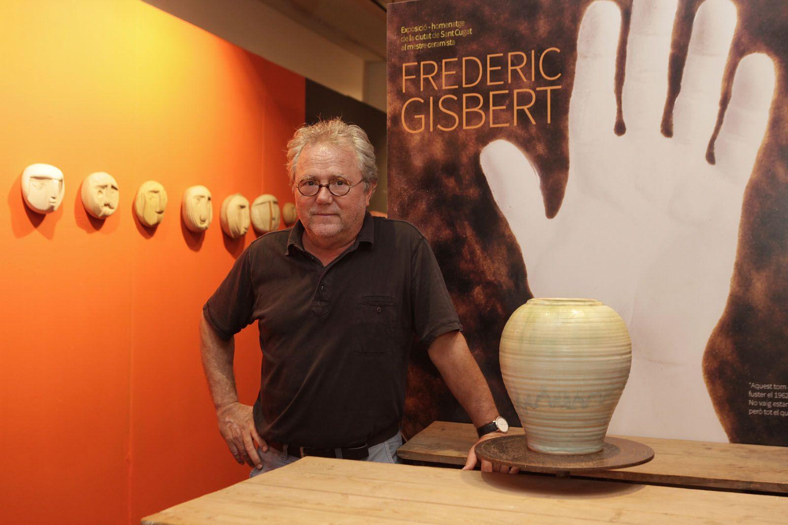 L'artista Paco Minuesa és el comissari de l'exposició FOTO: Artur Ribera