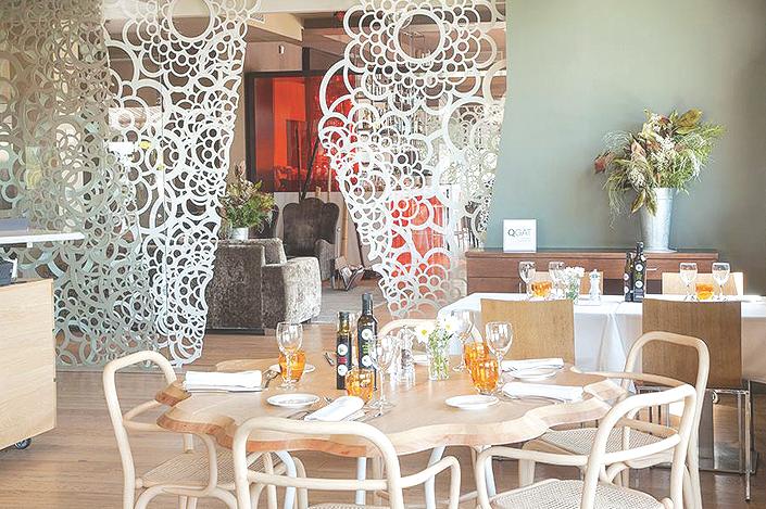 Les sales del Qgat Restaurant destaquen per la modernitat FOTO: Cedida