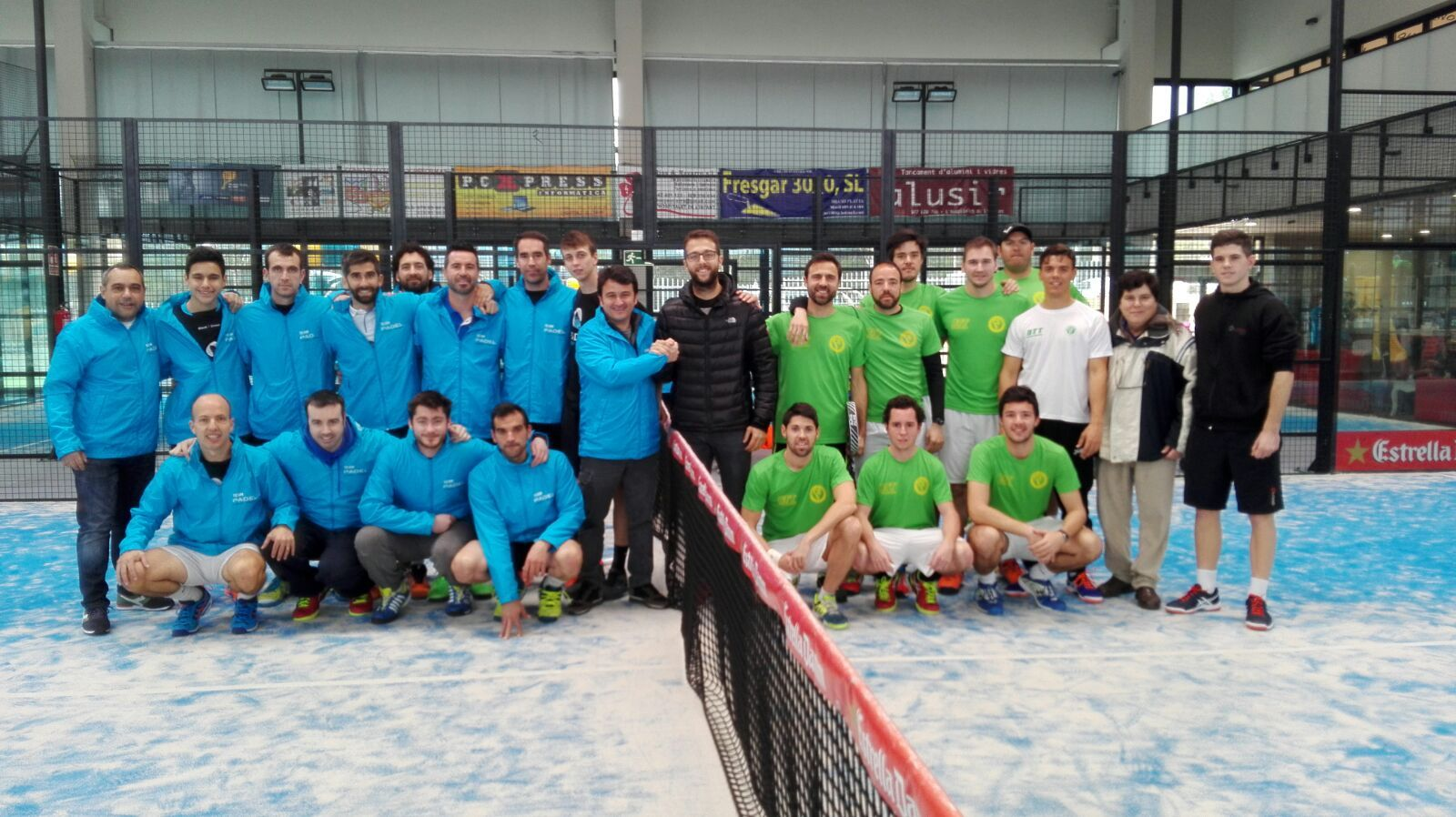 El Pàdel Indoor Mataró i el CE Valldoreix han jugat la final, que ha guanyat l'equip blau per un ajustat 3 punts a 2. FOTO: Club Esportiu Valldoreix