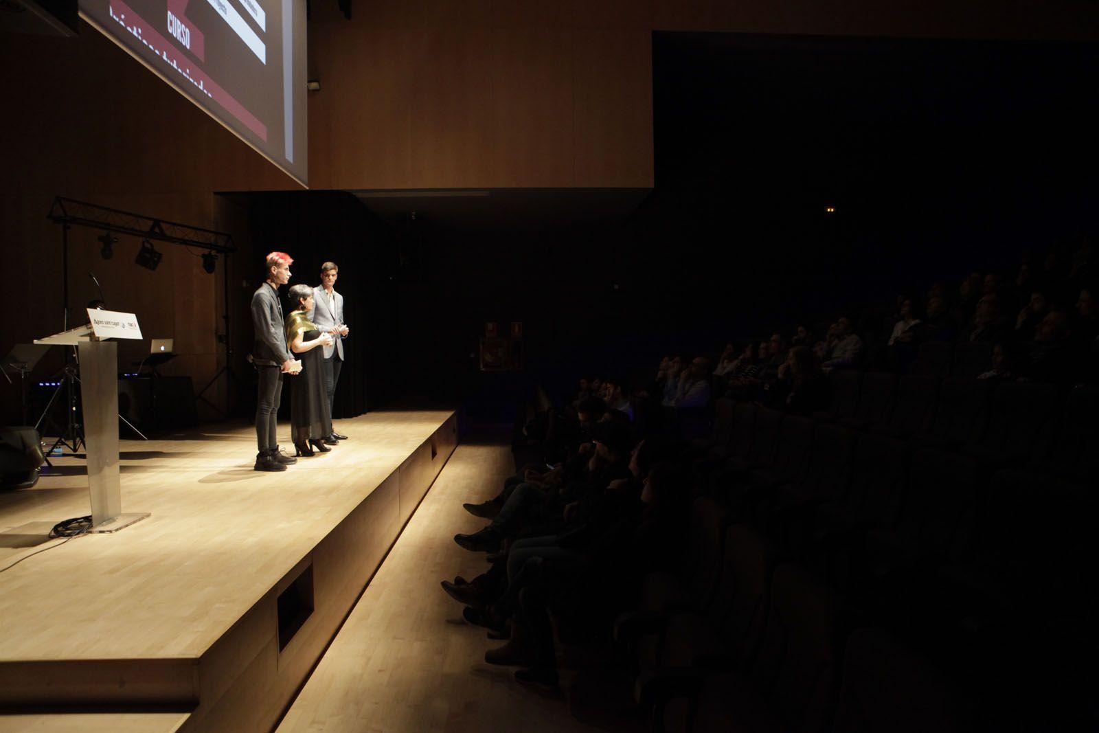 Dos alumnes de la FP d'Imatge i so a la inauguració dels cursos FOTO: Artur Ribera