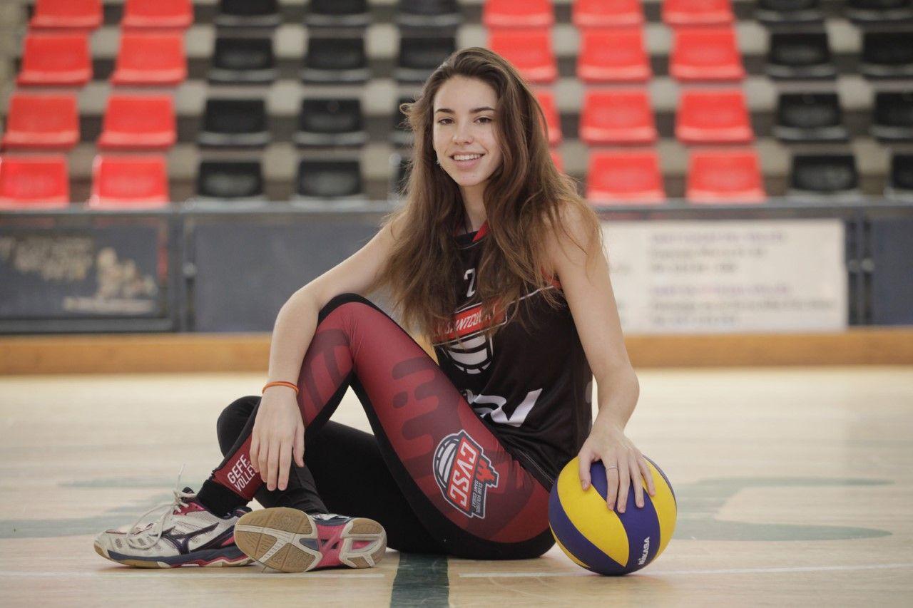 Sara Bisbe és exjugadora del Club Voleibol Sant Cugat. FOTO: Artur Ribera
