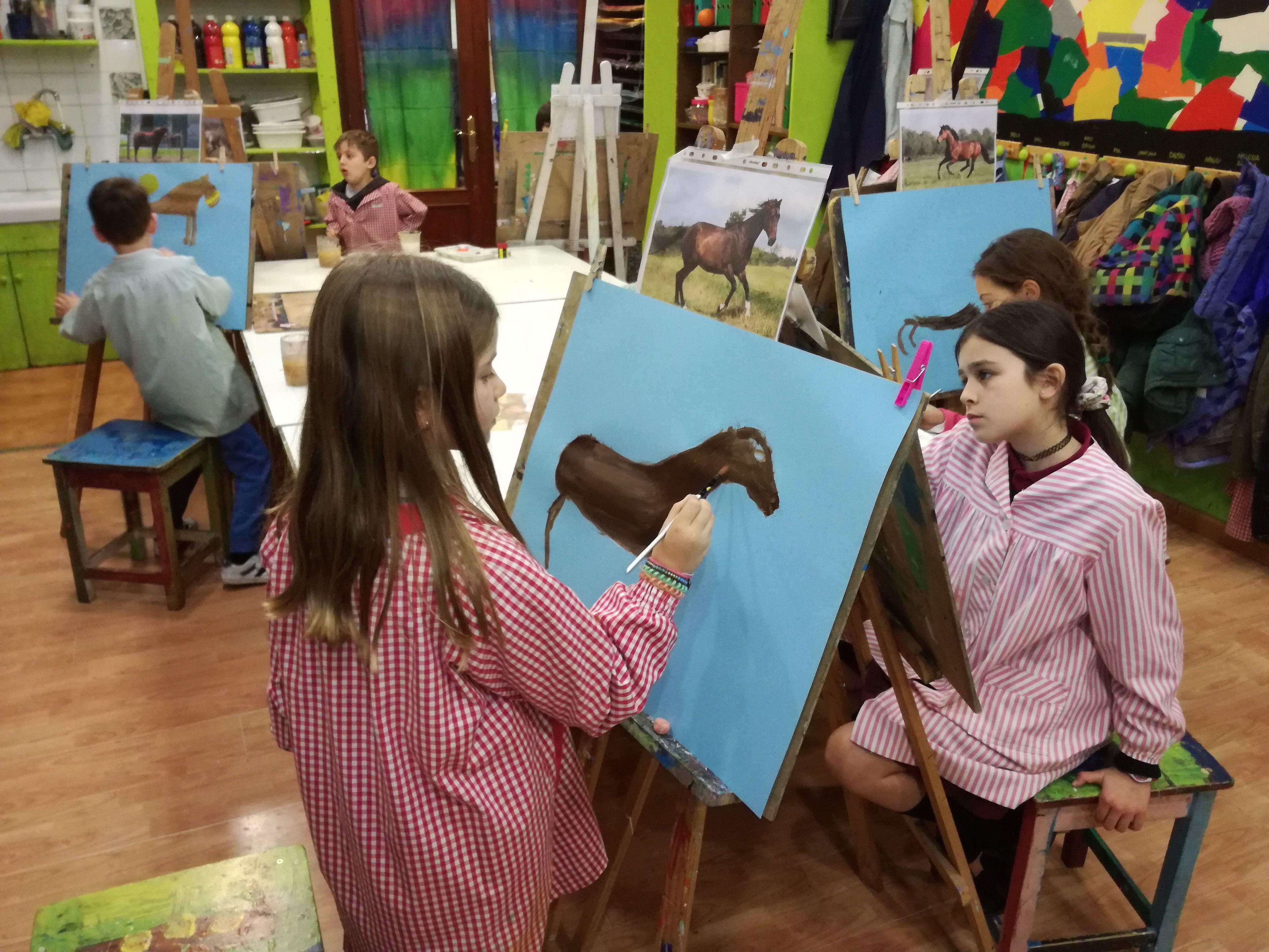 Diverteix-te amb els tallers d'art a Pou d'Art. FOTO: Cedida