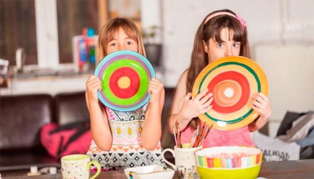 A Color It pots fer tallers o festes d'aniversari i també prendre un cafè. FOTO: Cedida