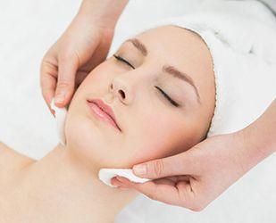 El centre realitza una hidratació profunda i massatges neuroestimulants i circulatoris FOTO: Cedida