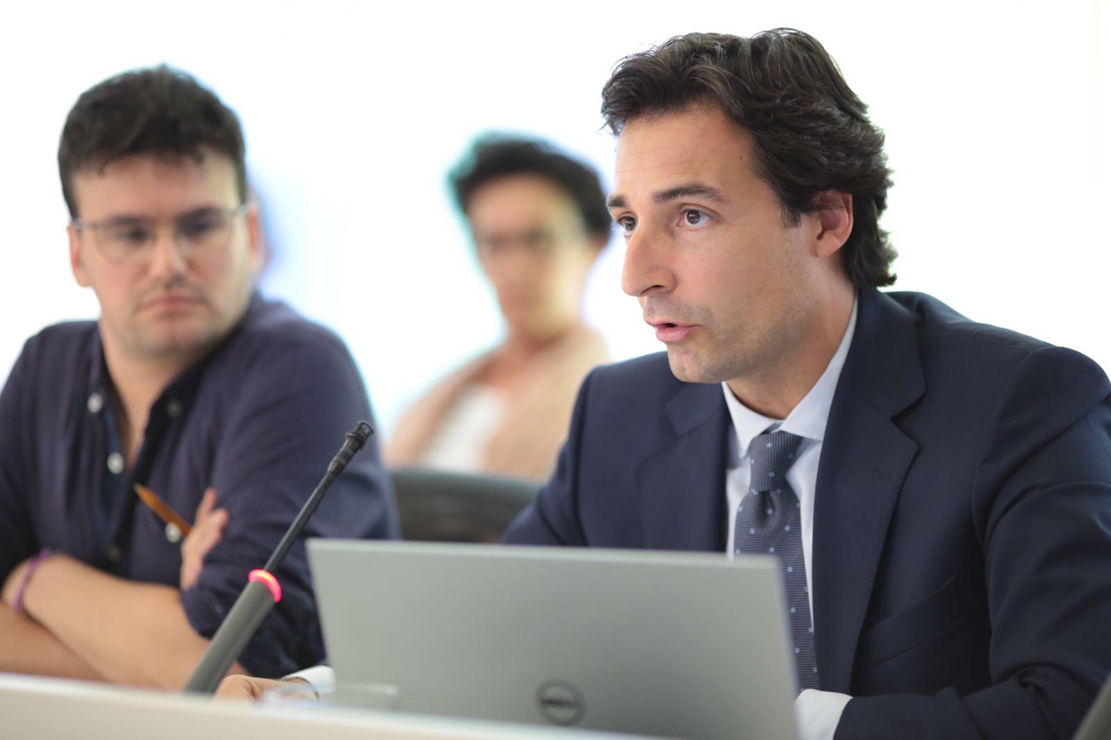 """El president del PP Álvaro Benejam ha presentat la mesura per """"combatre la tendència alcista de la desintegració familiar"""" FOTO: Artur Ribera"""