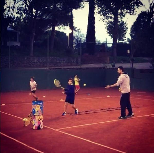 Durant els entrenaments, es practiquen els cops tècnics, també a dirigir la pilota... FOTO: Cedida