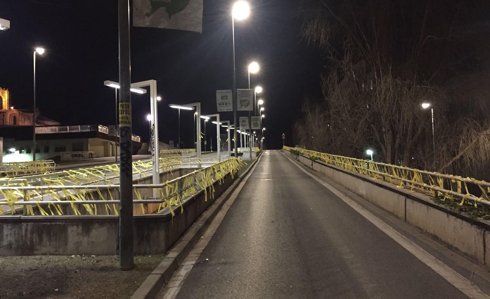 Llaços grocs a l'avinguda de Francesc Macià FOTO: Cedida