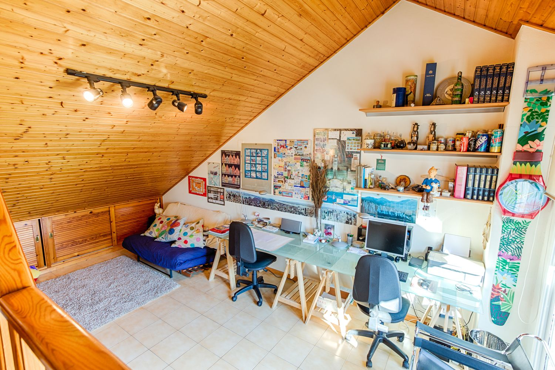 A la planta superior hi ha un estudi de 15 m2, sota teulada FOTO: Cedida