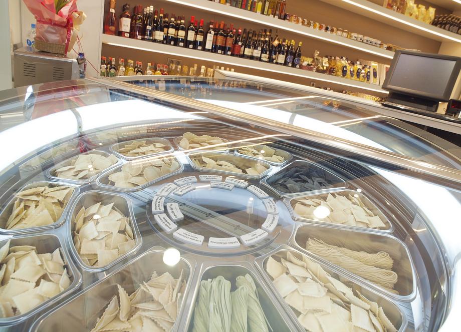 Més de 40 varietats de pasta, canelons, salses, gelat, olis