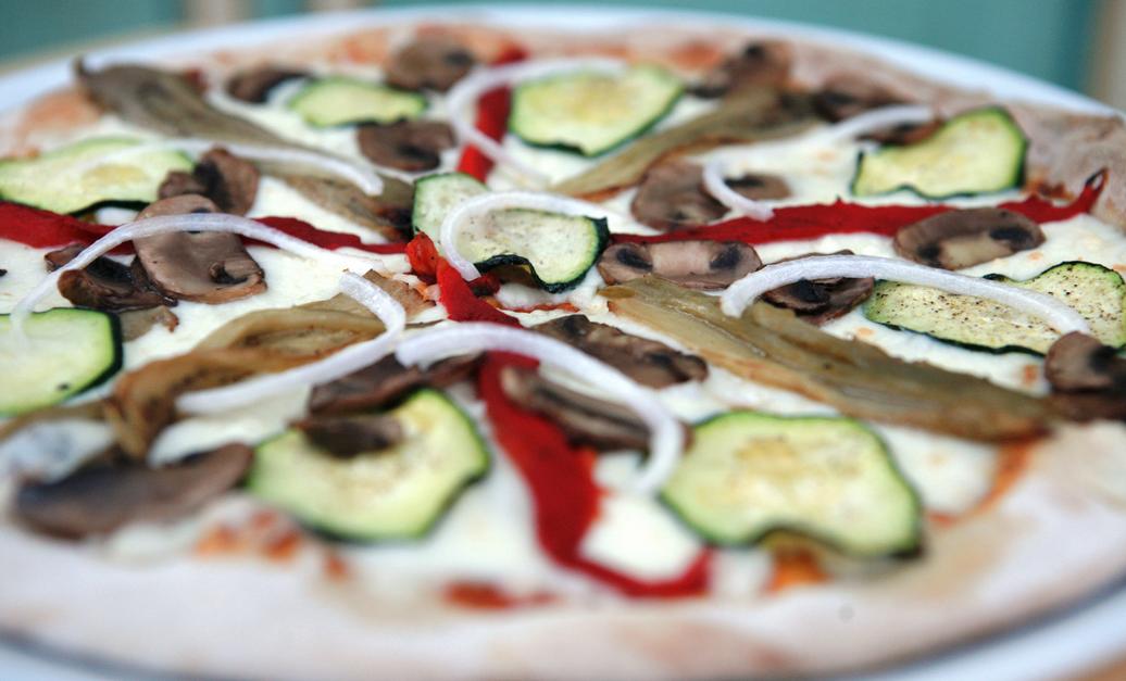 Elaboració artesanal de pasta farcida i pizzes FOTO: Cedida