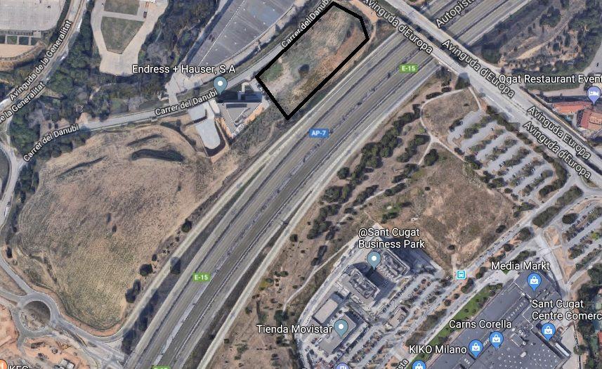 Imatge de la zona. El perímetre de color negre és on anirà l'hotel. A l'esquerra, la sortida de l'autopista a la carretera de Rubi, on s'han de preveure dos carrils FOTO: Google Maps