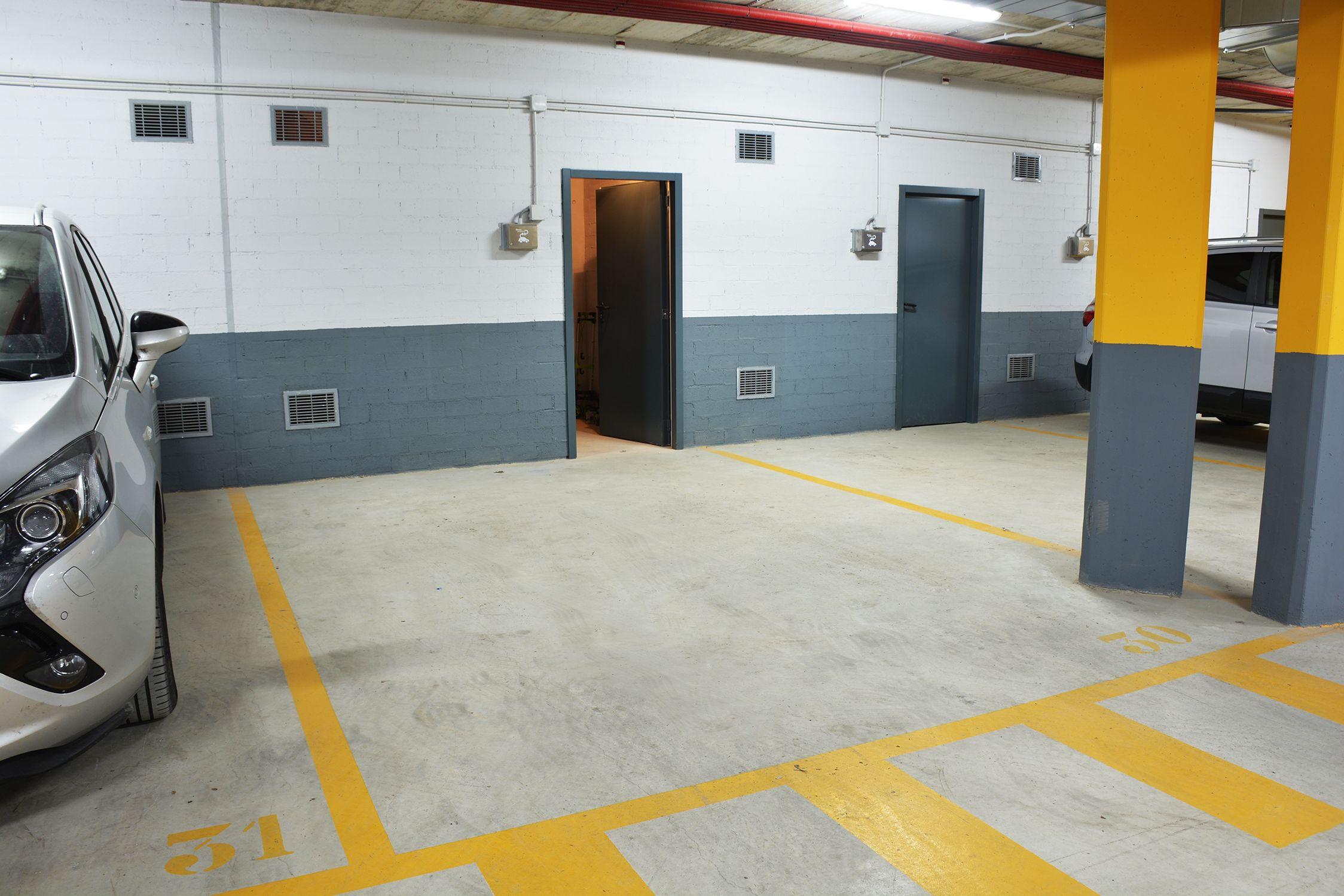 El pis té dues places d'aparcament i traster FOTO: Cedida