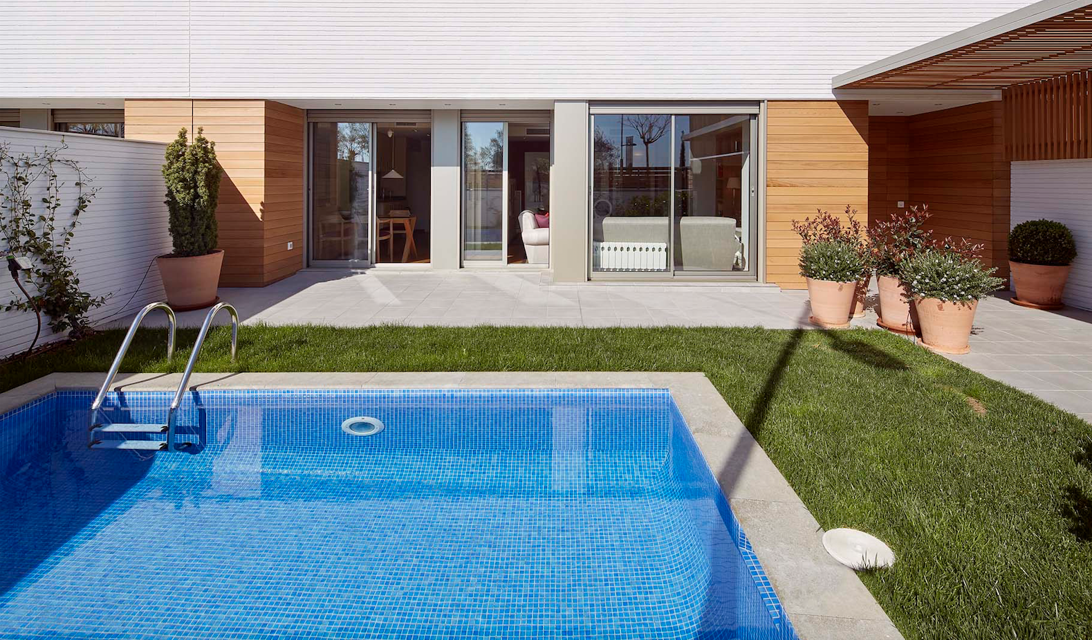 Els habitatges compten amb terrassa amb jardí i piscina FOTO: Cedida