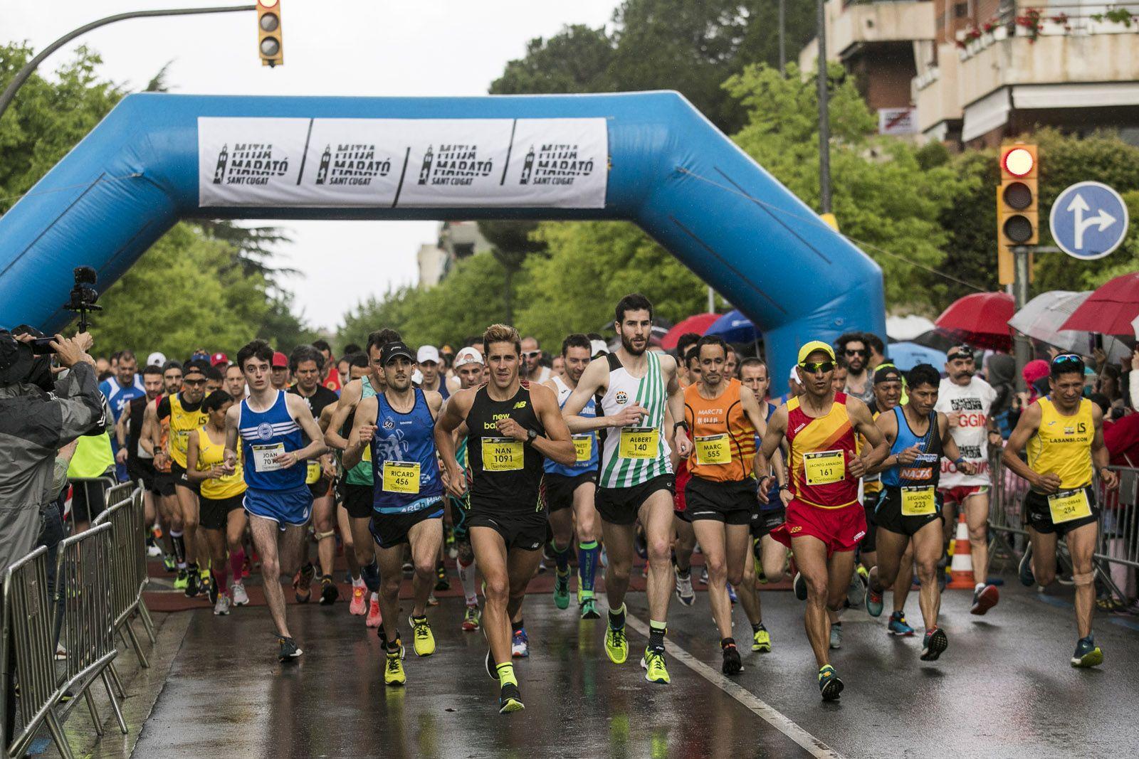 Hi han participat un total de 702 atletes, 578 en la Mitja Marató i 124 en la prova dels 7 quilòmetres. FOTO: Lali Puig