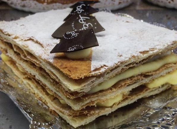 El tradicional pastís de mil fulls de crema es pot comprar els diumenges o per encàrrecs