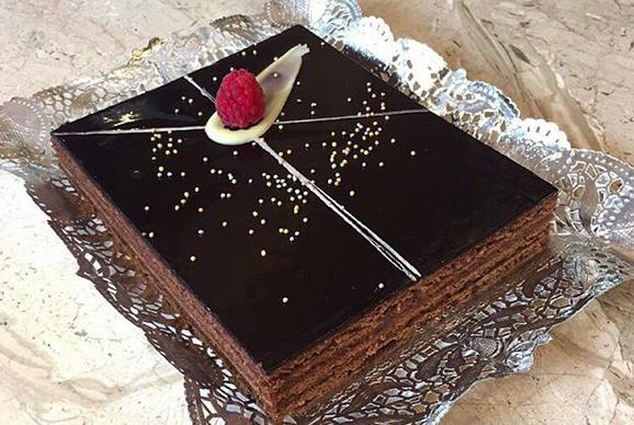El clàssic Sacher vienès, perfecta combinació de xocolata i melmelada de gerds