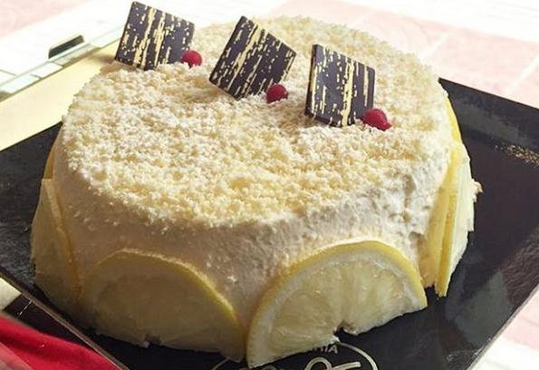 La Mimosa, el millor pastís pels dies de calor. Fet amb pa de pessic amb nata de llimona