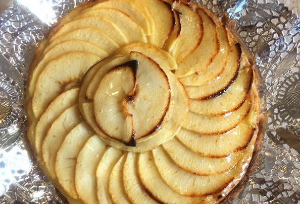 Pastís de poma, el resultat d'una deliciosa pasta de full, crema i poma