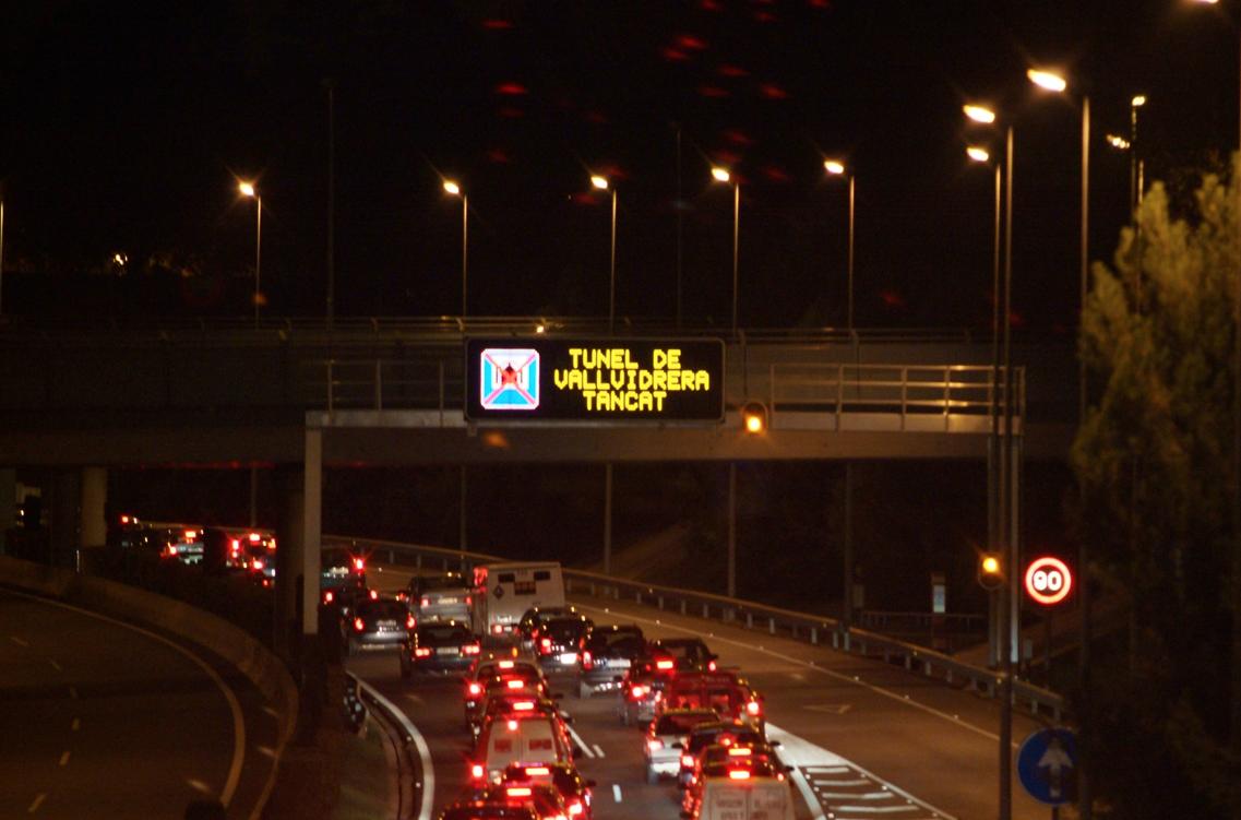 Un accident als Túnels de Vallvidrera provoca retencions