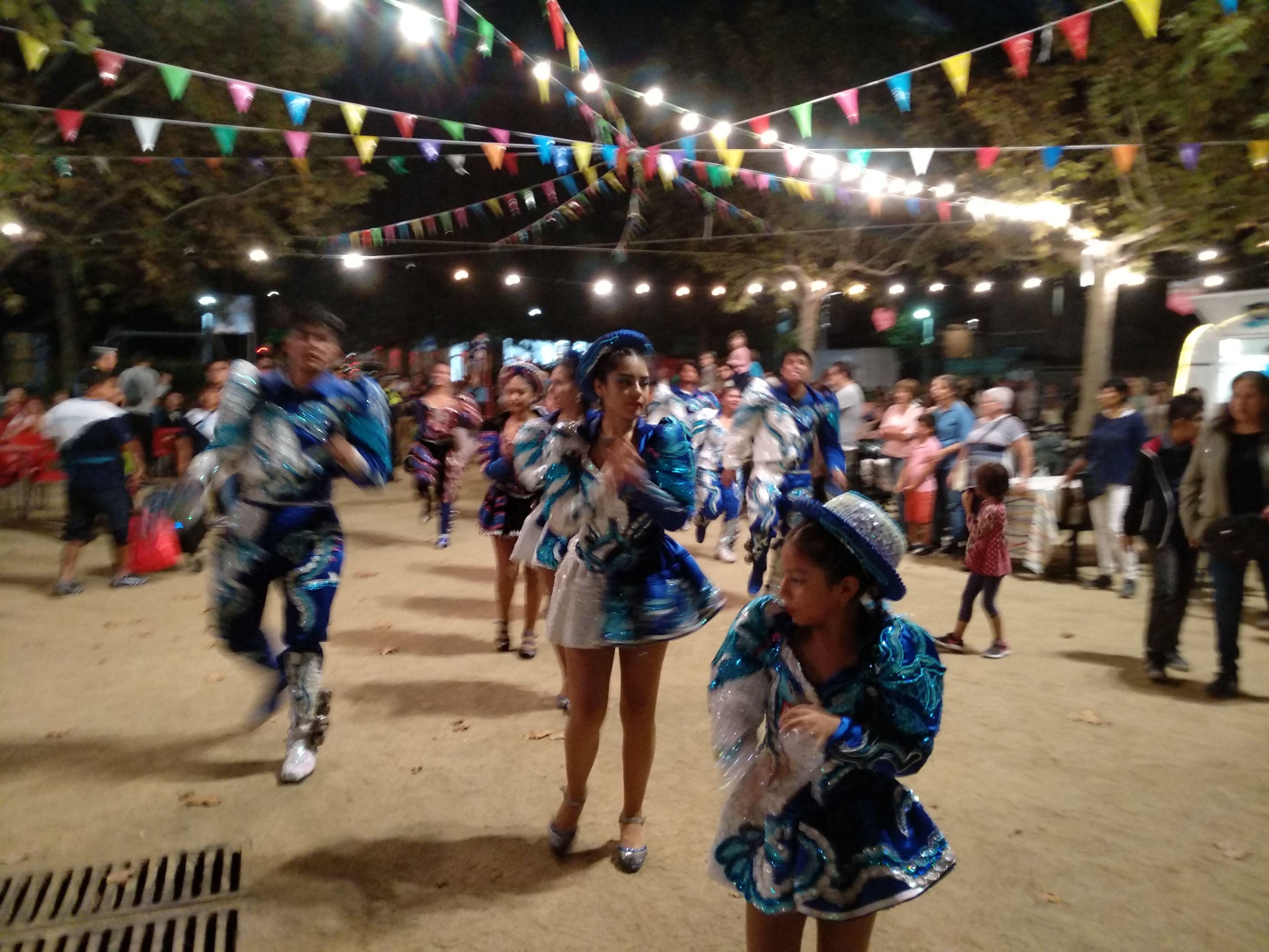 """Rua boliviana amb els Caporales """"La Fraternidad"""" de Sant Cugat. Foto: Pati Lepe."""
