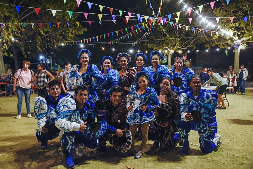 """Rua boliviana amb els Caporales """"La Fraternidad"""" de Sant Cugat. Foto: Bernat Millet."""